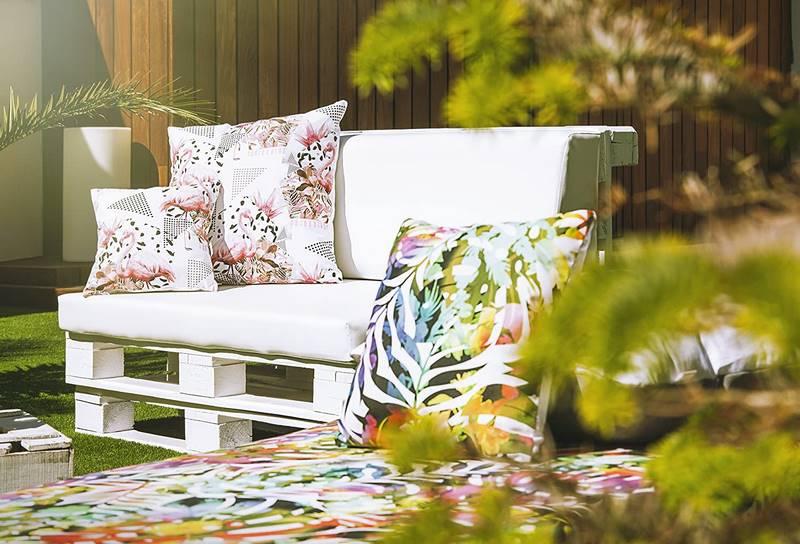 cojines blancos para sofas de palets jardin y terraza